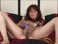 Masturbating mature with a butt plug in her ass tubes