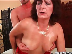 Younger man oils up and fucks an old lady tubes
