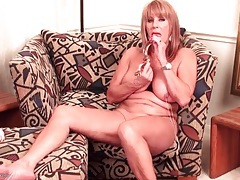 Big tits old lady in lipstick fucks a dildo tubes