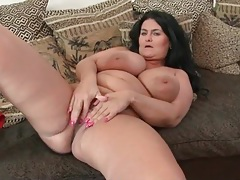 Big mature tit fondling and cunt rubbing tubes