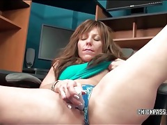 Naughty moaning milf toy fucks her cunt tubes