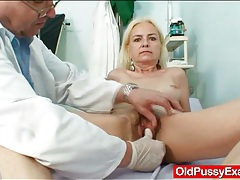 Hairy mature cunt examined by gynecologist tubes