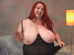 Bbw redhead looks hot in her lingerie set tubes