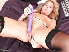 Vibrating toy delights this hot milf pussy tubes