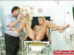 Doctor visit for a blonde looks inside her pussy tubes