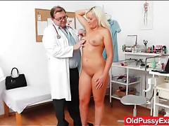 Bleach blonde mature has a sexy pink pussy tubes