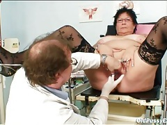 Doctor fingers her fat ass during an exam tubes