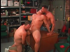 Gay bear blowjob threesome in the garage tubes