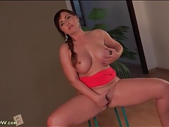 Big tits and ass are irresistible on a fingering milf tubes