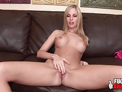 Solo aimee addison shows her banging body tubes