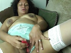 Little vibrator gives her old pussy pleasure tubes