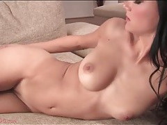 Skinny body and gorgeous tits on a solo girl tubes