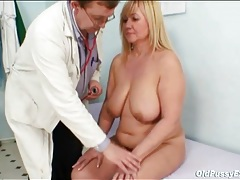 Doctor looks inside her mature pussy with a speculum tubes