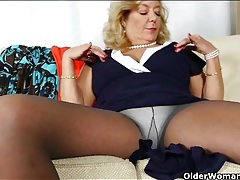 Chubby mama looks sexy in pantyhose tubes