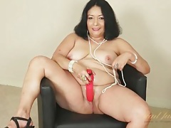 Dildo fucks her wet mature pussy deep tubes