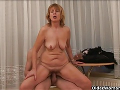Saggy old lady gets off from fucking young dick tubes