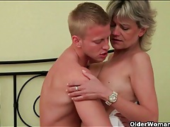 Erotic kisses and hardcore fucking with an old lady 2 tubes
