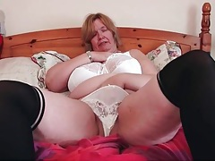 Bbw shakes her mature titties around tubes