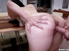 A big bubble butt is hot in a hardcore video tubes