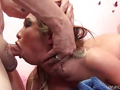 Squirter sucks a dick after soaking the bed tubes