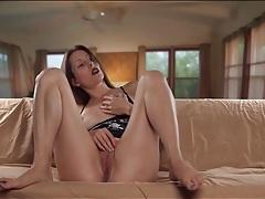Babe in sexy black lipstick masturbates her cunt tubes