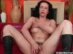 Hairy pussy and pits on a cute mature model tubes