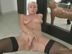 Milf with a truly breathtaking pussy masturbates tubes