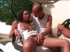 Going down on his sexy lady outdoors tubes