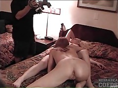 Amateurs eat cunt in a hotel room as guys film tubes