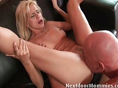 Thick old guy cock stretches a hot mommy tubes