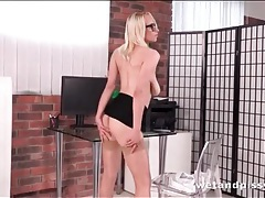 Office babe sabina rose takes a pee tubes