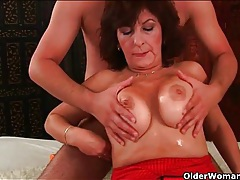 Thick mature chick gets a sticky facial tubes