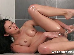 Beauty with a truly stunning body pees and plays tubes
