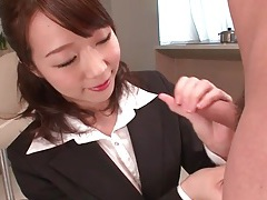 Business lady gives a quick handjob tubes
