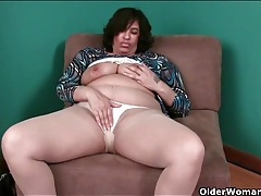 Fat mature slut in sheer pantyhose tubes