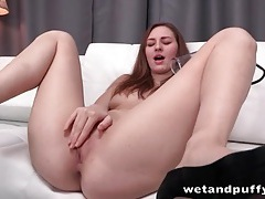 Leggy hottie in heels loves her pussy pump tubes