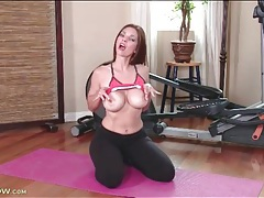 Workout babe mindi mink shows off her tits tubes