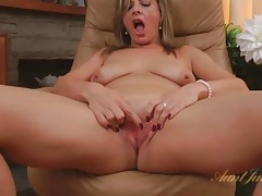 Get close with her sexy mature pussy tubes