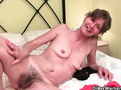 Grandma doesn't shave her old pussy tubes