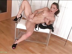 Milf with abs finger fucks her tight snatch tubes
