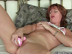 British mom silky thighs rubs her mature pussy tubes