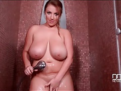 Amazing big natural tits get clean in the shower tubes