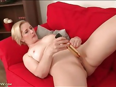Long golden dildo bangs her mature pussy tubes