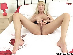 British milf molly sends herself into a masturbation frenzy tubes