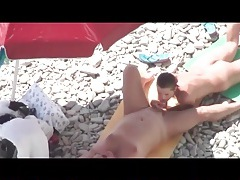 Chubby boyfriend gets his cock sucked at the beach tubes