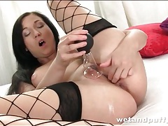 Cunt play turns on a hottie in sexy fishnets tubes
