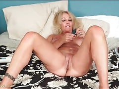 Mature lady loves toys and gets off alone in bed tubes