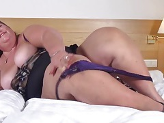 Super fat older babe fucks a toy into her cunt tubes