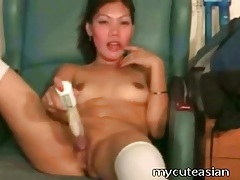 Fresh shaved asian pussy fucked by a dildo tubes