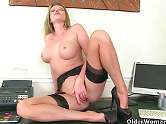 British mature secretary leia masturbates in fishnets tubes